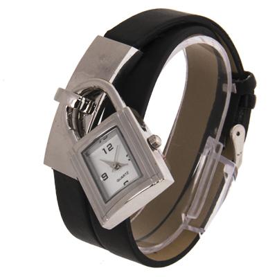 Часы наручные с циферблатом в виде замка и кожаным ремешком.