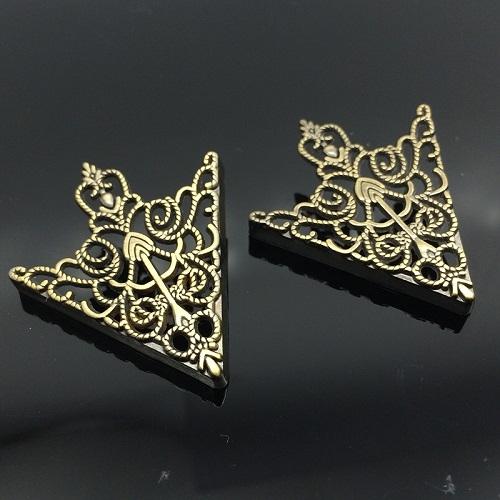 1 Pair Crown hollow pattern collar buckle(Ancient bronze)