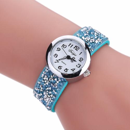 Rivet Bracelet Quartz Watch for Women(Sky Blue)